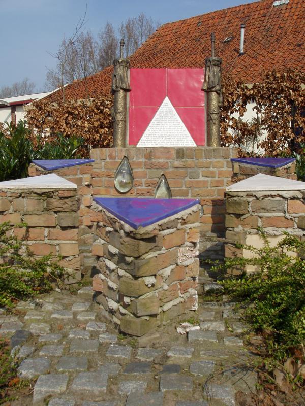 Monument voor de Nijkerkse joodse slachtoffers van de nazi's, hoek Vetkamp - Bruins SlotlaanOpticaFoto Nijkerk, Gerrit van de Veen).JPG