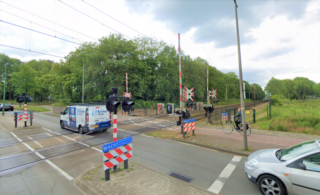 de stad - spoorwegovergang2 (2).png