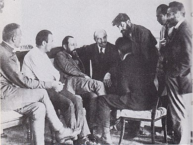 Sneevliet en met baard naast Lenin 1920.jpg